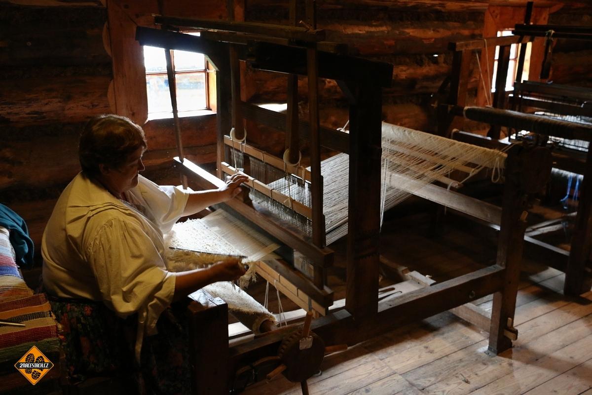 Ukázka tradičních řemesel v Muzeu Oravskej dediny