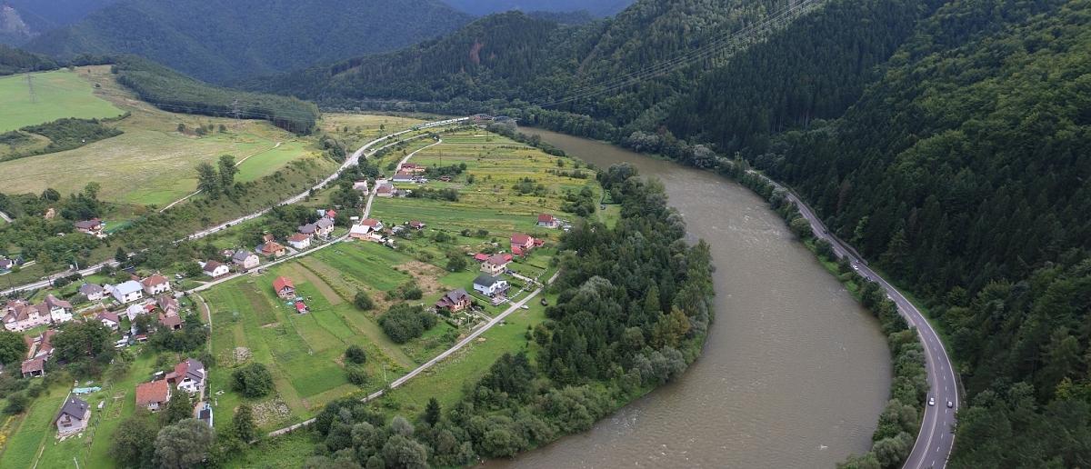 Pohled ze Strečna do údolí Váhu