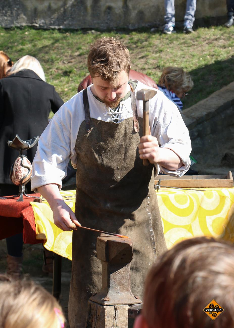 Ukázka kovářského řemesla na hradě Buchlov