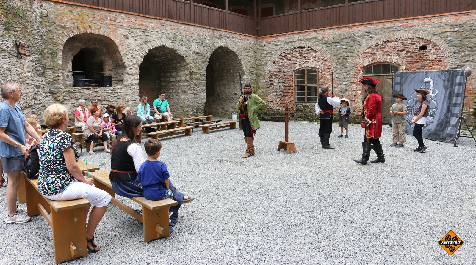 Dobový program na hradě Sovinec